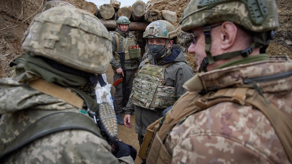 Élesedik a helyzet - Egy ukrán katona meghalt, egy megsebesült - özönlenek az orosz katonák az ukrán határhoz, állítólag a lakosságot is evakuálnák