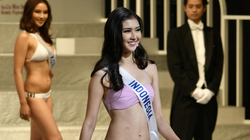 indonéz meztelen modell