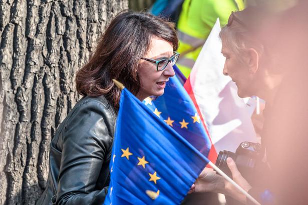 Jeżeli PiS nie zastopuje swojej frontalnej szarży na niezależność wymiaru sprawiedliwości, będzie to oznaczać zepchnięcie Polski na margines Unii Europejskiej, a w przyszłości wyprowadzenie Polski z Unii - podkreśliła w poniedziałek posłanka Kamila Gasiuk-Pihowicz (KO).