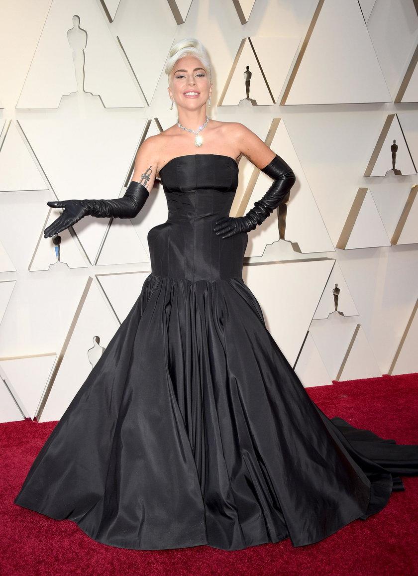 Lady Gaga spadła ze sceny. Groźny wypadek artystki