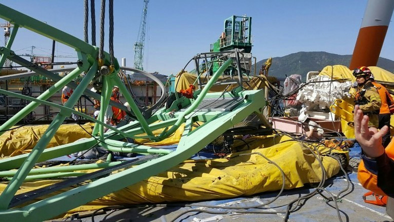 Two cranes collided at the Geoje shipyard in South Korea, causing a 60-metre, 32-tonne crane section to break and crash onto a workers' rest area below killing six