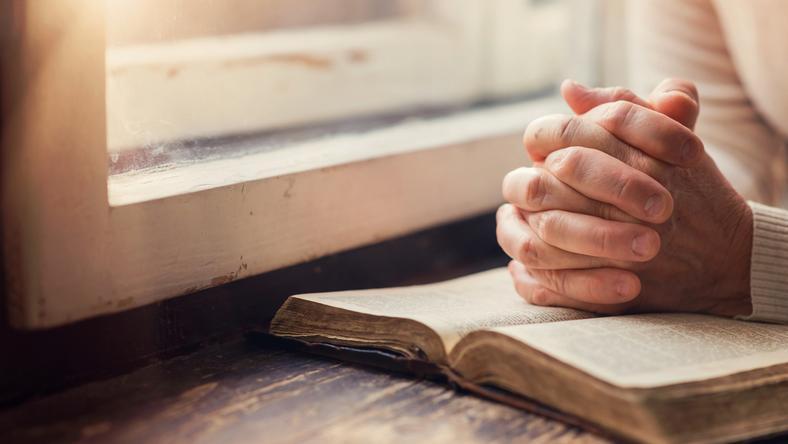 Jak uzdrawia się modlitwą? Szptucha zdradza swoje sekrety