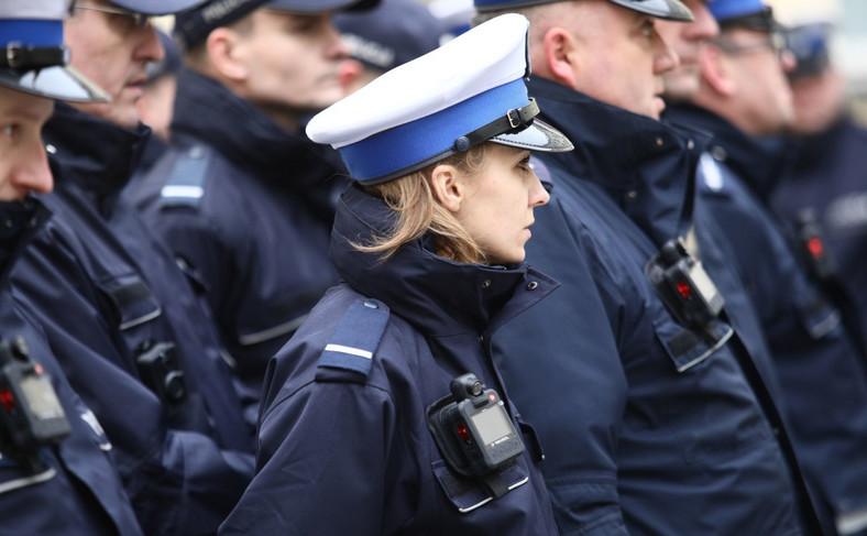 W garnizonie stołecznym w kamery zostaną wyposażeni policjanci z Komendy Rejonowej Policji Warszawa I oraz z Wydziału Ruchu Drogowego