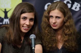 Pussy Riot wyszły z aresztu w Soczi. Miały nagrać piosenkę 'Putin, nauczymy cię kochać ojczyznę'