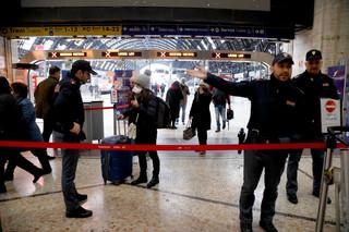 Całe Włochy strefą chronioną. 'Przemieszczanie się wyłącznie z powodu pracy, zdrowia i innych pilnych potrzeb'