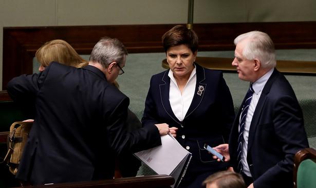 Za uchwaleniem ustawy zagłosowało 262 posłów. Przeciw było 149, a 19 się wstrzymało.