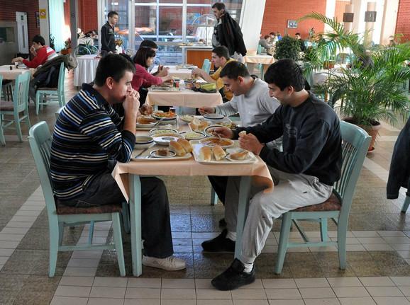 Jeftiniji smeštaj i ishrana glavna prednost domova