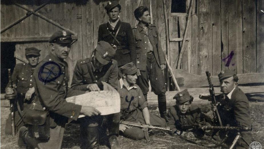 Wspólna odprawa oddziału WiN Józefa Struga, ps.Ordon, i patrolu podległego kpt. Zdzisławowi Brońskiemu, ps. Uskok. Rok 1947