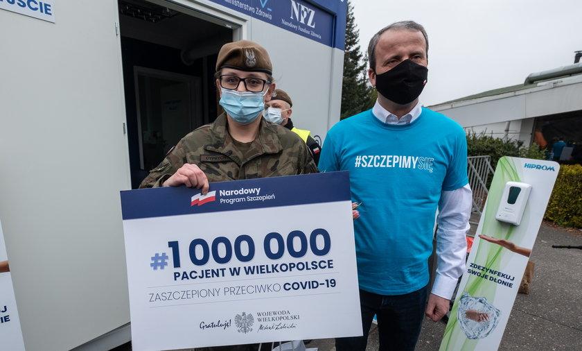 Szeregowa Katarzyna Cyprych ze 125. batalionu z Leszna to miliony pacjent z Wielkopolski zaszczepiony przeciwko COVID-19.