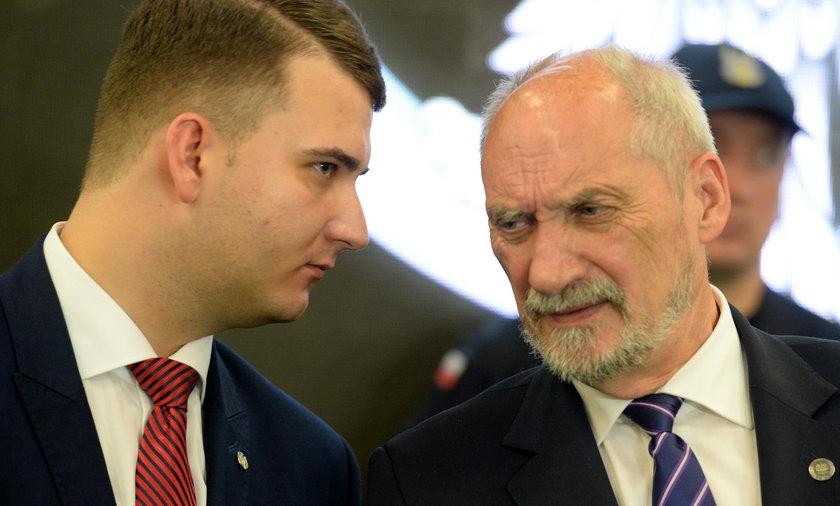 Według planów Antoniego Macierewicza do 2019 roku w Wojskach Obrony Terytorialnej ma się znaleźć ok. 50 tyś. ochotników. Jak dotąd zgłosiło się pięć razy mniej chętnych.