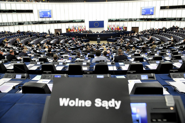 Wystąpienie Morawieckiego znalazło się jednak w cieniu zmasowanej krytyki eurodeputowanych w związku ze zmianami w polskim sądownictwie.