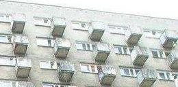 Mąż chciał wyrzucić żonę przez balkon!