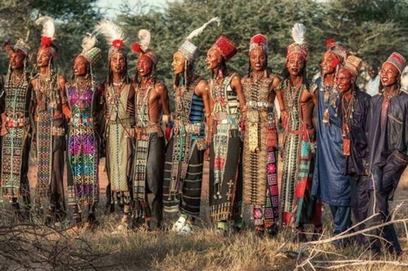 Muškarci iz plemena Vodabe