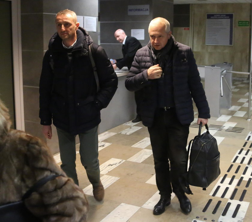 Robert Śmigielski wychodzi z przesłuchania
