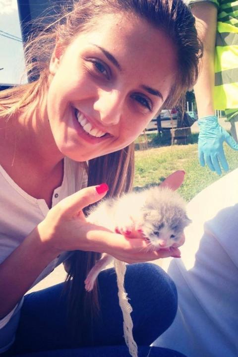 Mis Srbije volontira u prihvatnom centru! FOTO