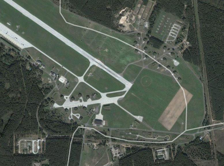 Pilot samolotu CASA podchodził do lądowania dwa razy
