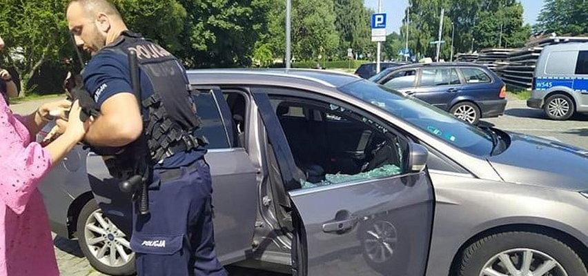 Kołobrzeg: Policjanci uratowali psa z rozgrzanego samochodu