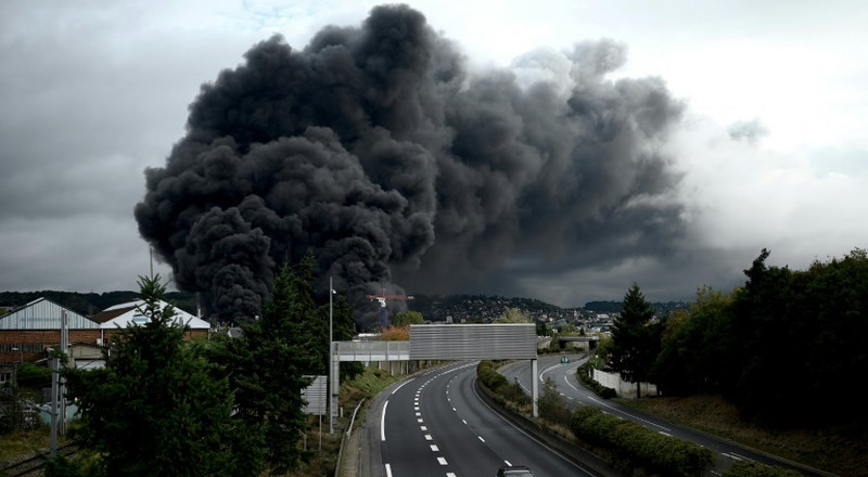 Chemicals firm charged over polluting French factory blaze