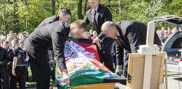 Pogrzeb szalikowca z Knurowa. Na cmentarzu odpalili race