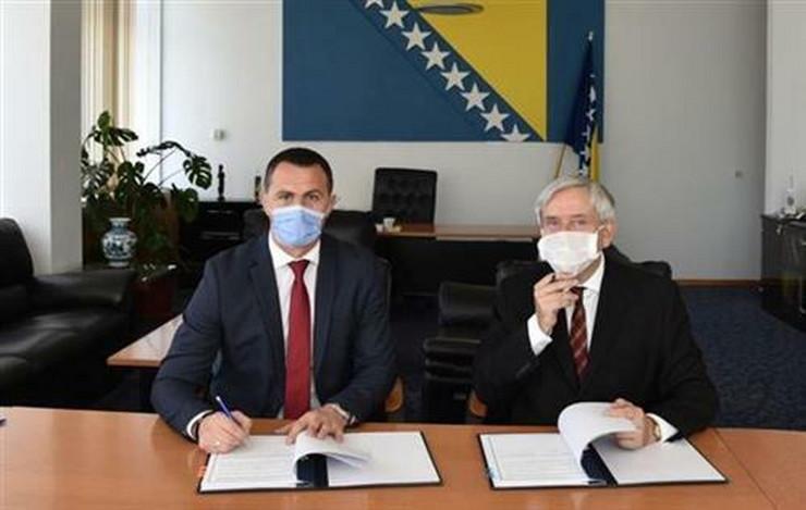 Francuski ambasador Gijom Ruso i zamenik ministra bezbednosti Nedeljko Jović