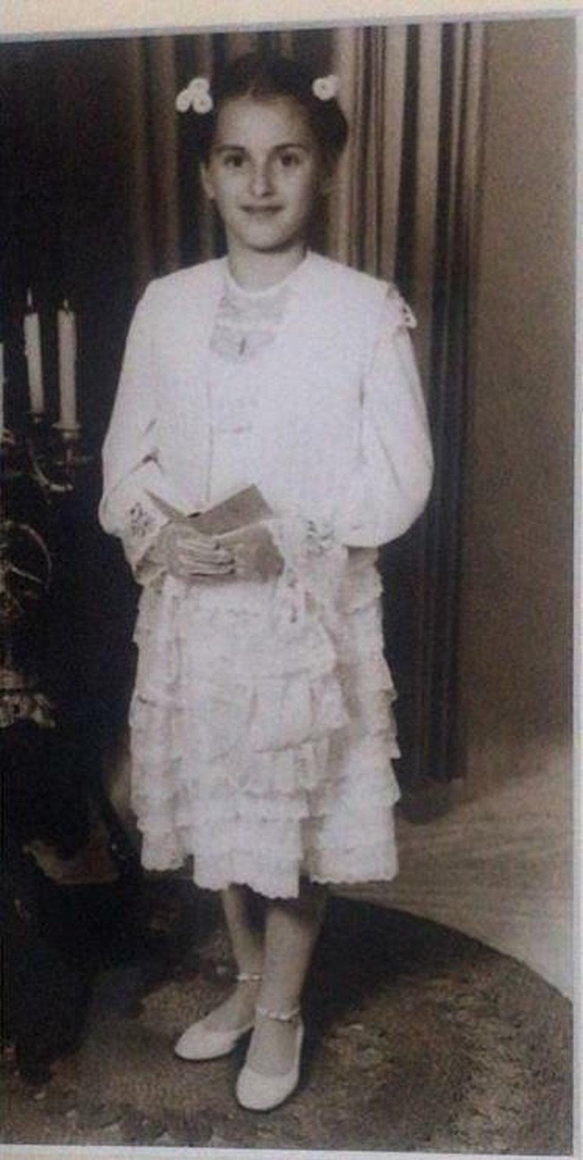 Karolina Szostak podczas pierwszej komunii świętej