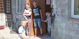 Szczęśliwa mama piętnaściorga dzieci: rodzina zostaje razem!