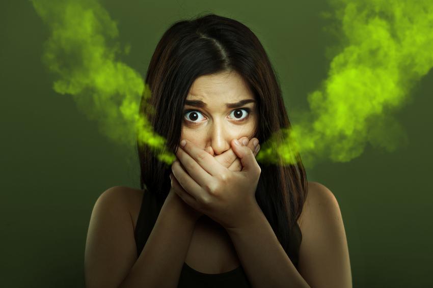 a száj szaga a gyomor nehézsége