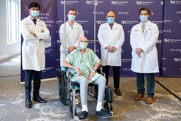 Brajan sa doktorima. Dr Tomic je drugi s desna.