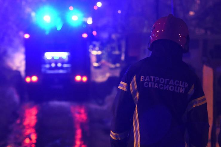 Novi Sad627 vatrogasci gase pozar u fabrici namestaja na klisi foto Nenad Mihajlovic