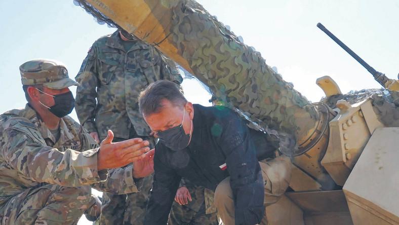 Minister obrony Mariusz Błaszczak podczas manewrów w Drawsku Pomorskim, sierpień 2020 r.