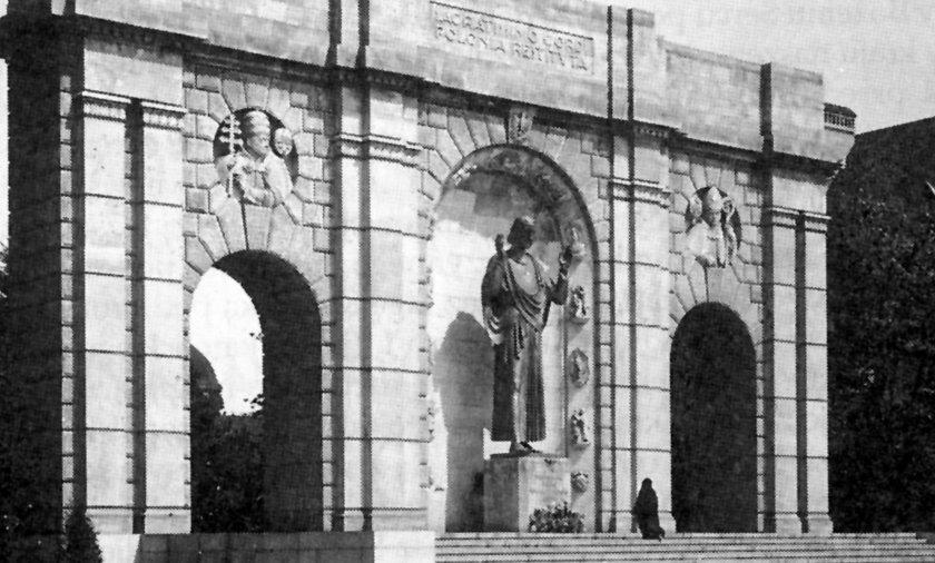 Pomnik Wdzięczności stanie na Pl. Mickiewicza