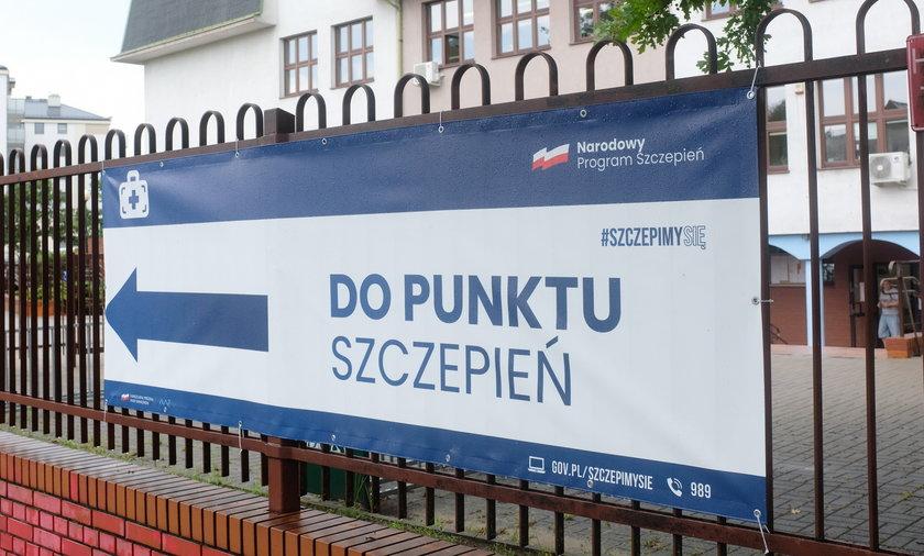 Dwie osoby próbowały wyłudzić zaświadczenie o szczepieniu w Poznaniu.