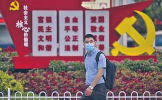 Pandemiczne starcie systemów. Chiny są jedynym państwem autorytarnym, które w walce z wirusem odniosło sukces