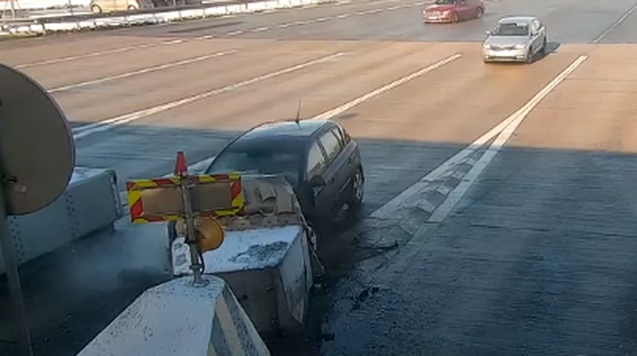 Auto zatrzymało się na zaporach