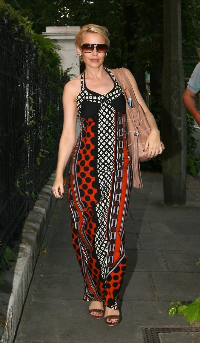 Kajli Minog dokazuje da i niske žene mogu da nose duge haljine