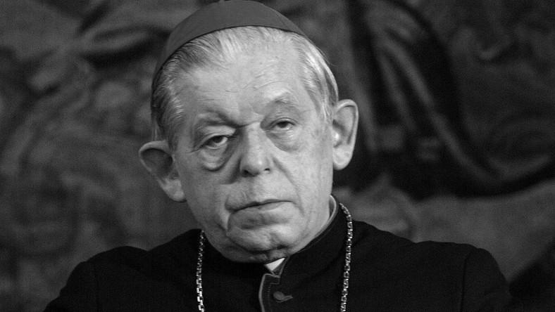 Kardynał Józef Glemp był prymasem Polski w latach 1981-2009. Pełnił też funkcję metropolity gnieźnieńskiego i warszawskiego oraz przewodniczył Konferencji Episkopatu Polski. Wielokrotnie podkreślał, że Kościół jest przede wszystkim strażnikiem sprawiedliwości i miłości i że w swej biskupiej posłudze stara się promować zasady Soboru Watykańskiego II.
