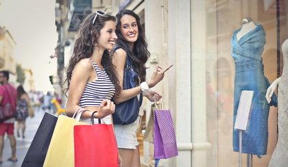 Szaleństwo Zakupów właśnie się rozpoczyna! Skorzystaj z mega rabatów w CCC, New Balance, Monnari i w innych znanych sklepach!