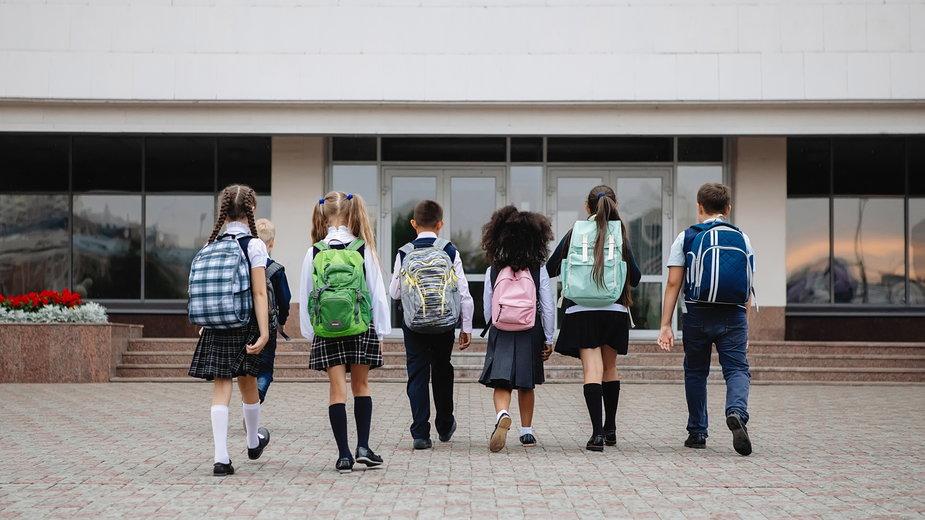 Zajęcia nie w szkole, a na plebanii. Protest rodziców i zmiana decyzji