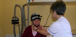 Ten czepek pomaga kobietom podczas chemioterapii