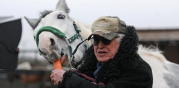 Jan Nowicki ratuje życie koniom