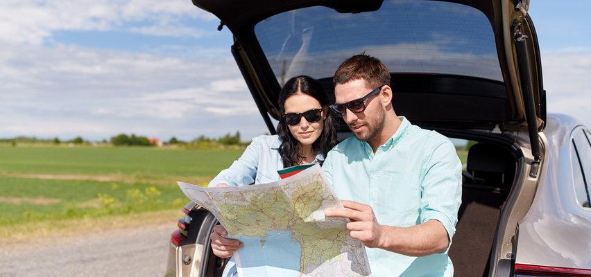Podróżuj bezpiecznie w tym roku! Pomyśl o podróżniczych niezbędnikach - ubezpieczeniu podróży czy akcesoriach do samochodu.