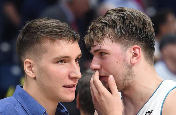 Bogdan Bogdanović i Luka Dončić razgovaraju posle meča