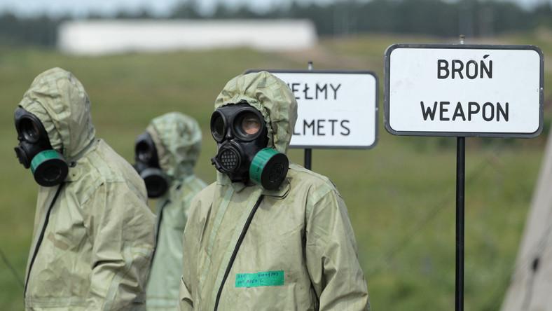 Scenariusz tzw. dynamicznej prezentacji odtwarzał wydarzenia, do których mogłoby dojść podczas zabezpieczania przez Grupę Zadaniową OPBMR wejścia głównych sił NATO, w przypadku wybuchu konfliktu. Przedstawiał działania antyterrorystyczne przeciwko grupie dysponującej niebezpiecznymi substancjami chemicznymi. Wiązał się m.in. z wykrywaniem i rozpoznaniem skażeń oraz ich likwidacją.
