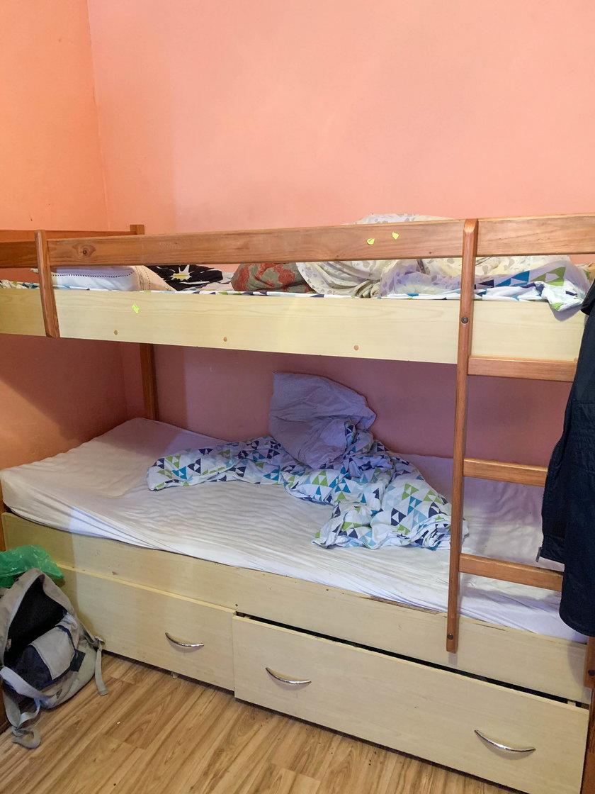 W tym łóżku pedofil dopadł swoją ofiarę