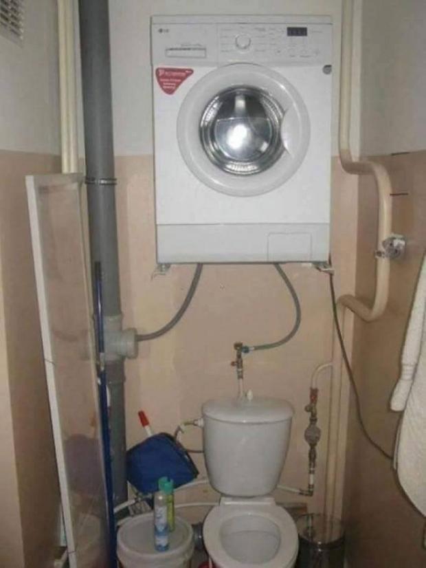 Veš mašina nalazi se iznad wc šolje