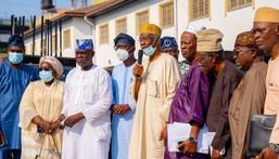 L-R: Lagos State Deputy Governor, Dr Obafemi Hamzat; his predecessor, Dr (Mrs) Oluranti Adebule; APC Lagos Caretaker Chairman, Alhaji Tunde Balogun; Governor Babajide Sanwo-Olu of Lagos State; Prince Tajudeen Olusi; Prince Rabiu Adio Oluwa; Otunba Busura Alebiosu and other members during the Governor's Advisory Council media briefing at Lagos House, Marina, on Wednesday, July 28, 2021. (NAN)