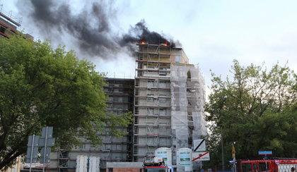 Pożar na Stegnach. Ciemny dym spowił okolicę