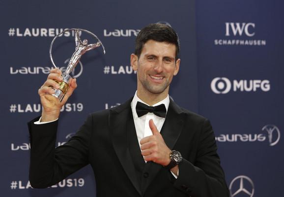 Novak Đoković sa nagradom