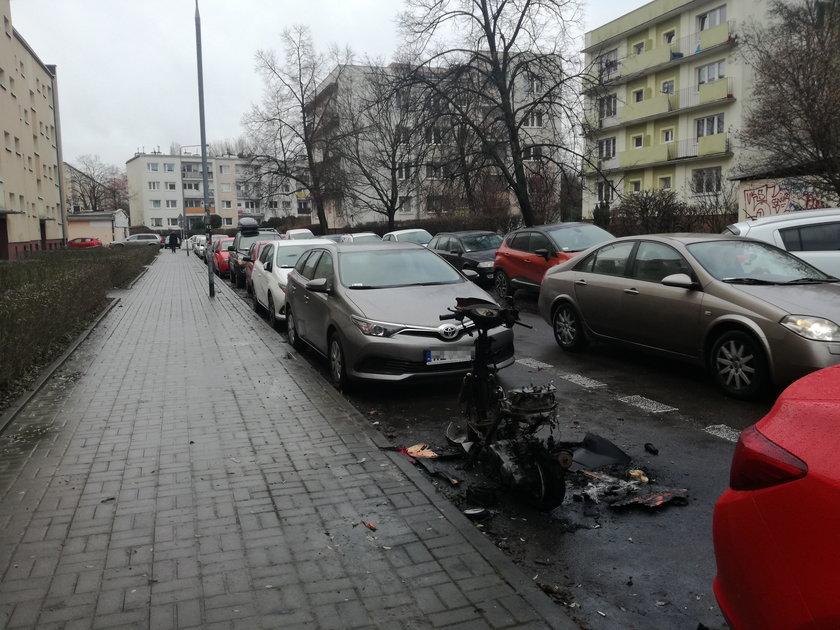 Niszczyli auta na Mokotowie. Zatrzymała ich policja