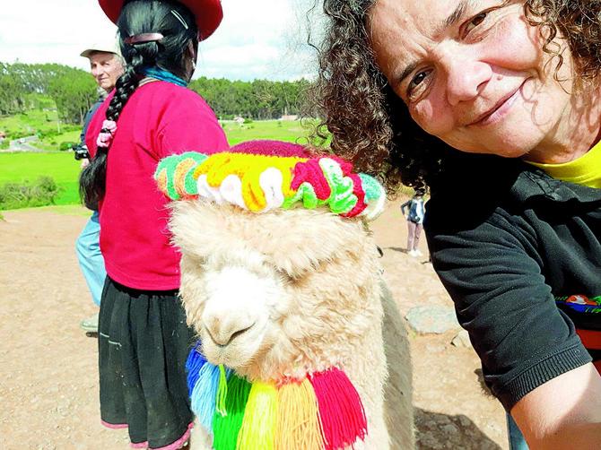 Selfi sa alpakom u Peruu, u okolini Kuska, drevne prestonice Inka